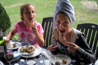 Elisa & Gabriella eating escargot (SNAILS)