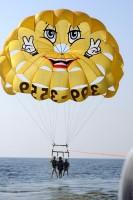 Gabriella, Zia & Elisa para-sailing