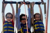Gabriella, Zia & Elisa TAKE OFF - para-sailing
