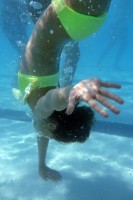 Elisa's one-hand handstand in the pool